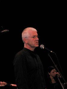 Éric Fraj chante au TNT